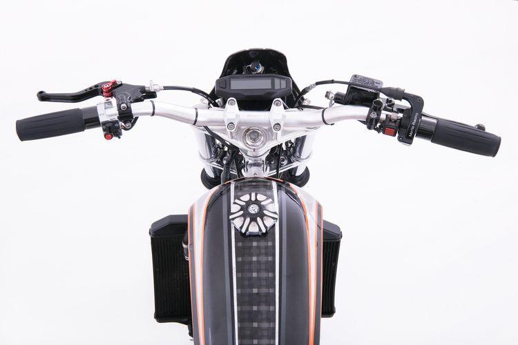 Yamaha YZ 250 bergaya scrambler garapan Green Custom Garage