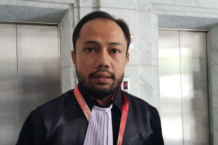 Kuasa hukum ICW-Perludem Donal Fariz usai mengikuti sidang perdana uji materi UU Pilkada soal mantan napi korupsi maju Pilkada di Kantor Mahkamah Konstitusi, Selasa (8/10/2019).