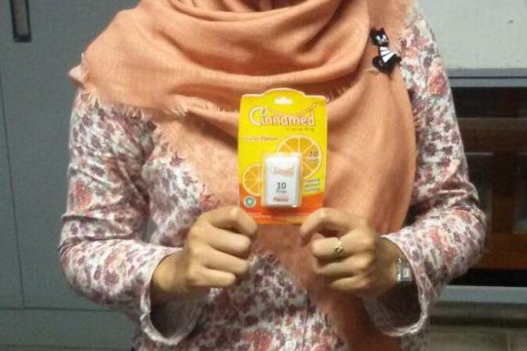 Cinnamed obat sariawan dari bahan bungkus permen yang di kembangkan lima mahasiswa UGM (dok. Humas UGM)