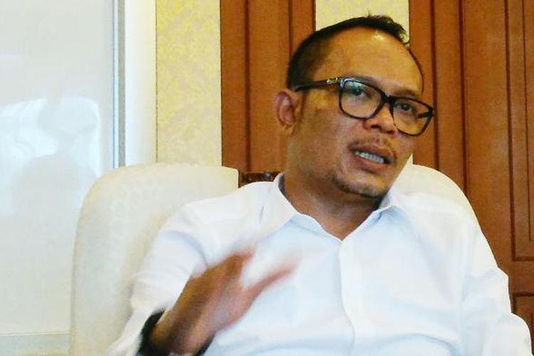 Menteri Tenaga Kerja Hanif Dhakiri saat berbincang dengan media di Kantor Kemenaker, Jakarta, Kamis (29/12/2016).