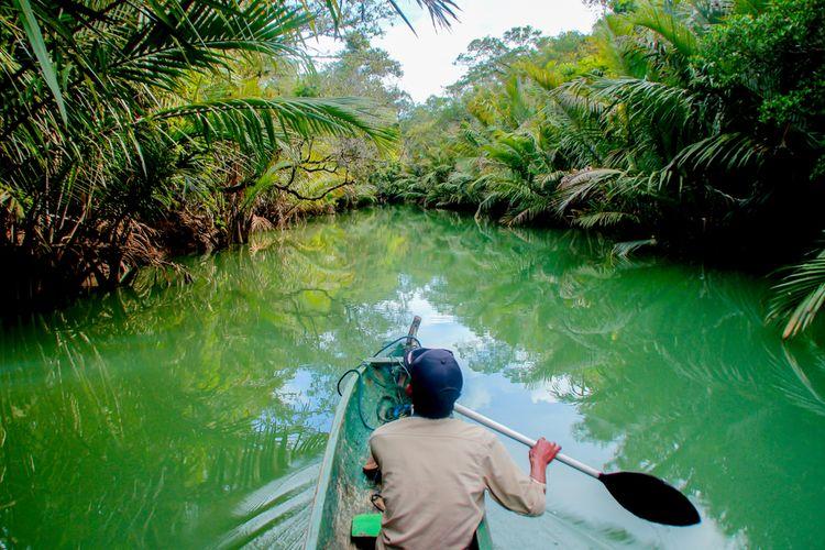 Perjalanan menyusuri Sungai Cigenter, Taman Nasional Ujung Kulon.