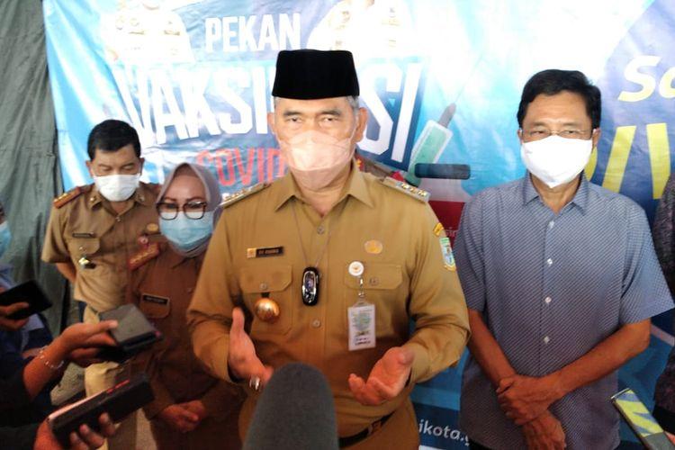 Walikota Jambi, Syarif Fasha saat memberikan keterangan pers usai memantau pelaksanaan pekan vaksinasi di Kota Jambi