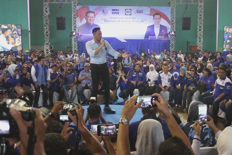 Agus Harimurti Yudhoyono menggelar kampanye terbuka di GOR Bima Kota Cirebon, Kamis (11/4/2019). AHY meminta warga mendoakan Ani Yudhoyono yang sedang menjalani perawatan medis di Singapura segera sembuh.