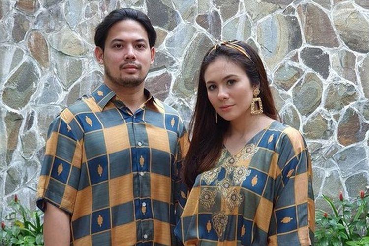 Pasangan artis Adilla Dimitri dan Wulan Guritno.