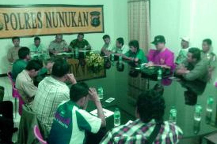 Langkah pemadaman aliran listrik kerumah warga selama 6 jam  secara bergilir oleh PLN Nunukan Kalimantan Utara selama sebulan terakhir menuai protes Geram.