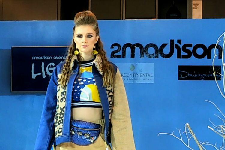 Salah satu koleksi Liga yang menggunakan karung goni sebagai salah satu materialnya karya Maggie Hutauruk-Eddy yang telah melenggang di New York Fashion Week 2020.