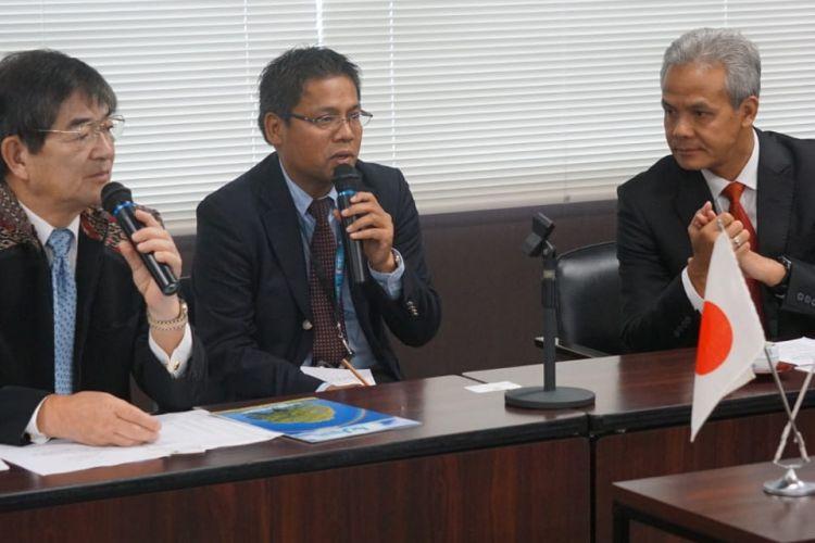 Gubernur Jawa Tengah Ganjar Pranowo bertemu dengan CEO International Manpower Development Organization Japan (IM Japan) Kyoei Yanagisawa di Tokyo, Rabu (7/11/2018).