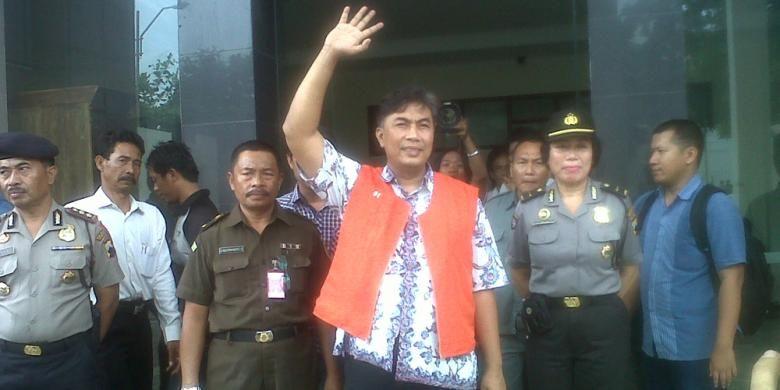 Bupati Rembang Muhammad Salim menjalani sidang perdana kasus korupsi, Selasa (18/2/2014).