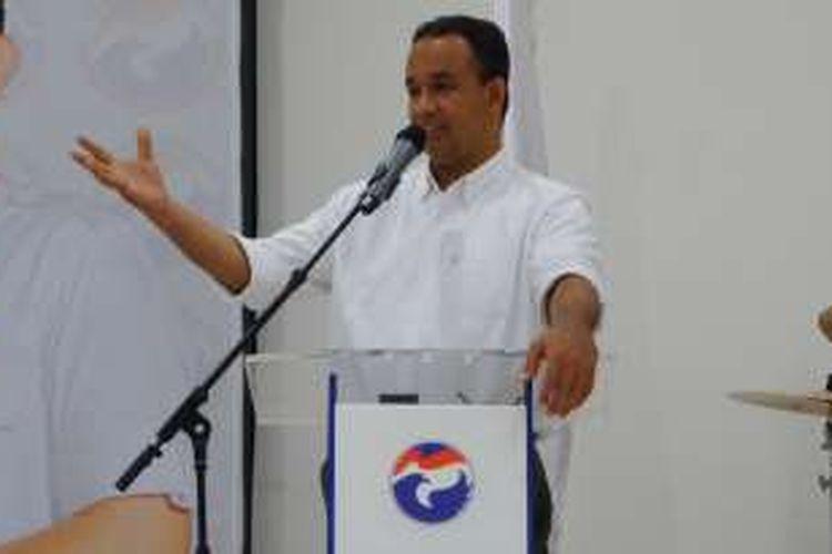 Calon gubernur DKI Jakarta Anies Baswedan berbicara tentang pemuda dalam sebuah acara rutin yang digelar Pemuda Perindo di kantor DPP Perindo, Menteng, Jakarta Pusat, Senin (14/11/2016).