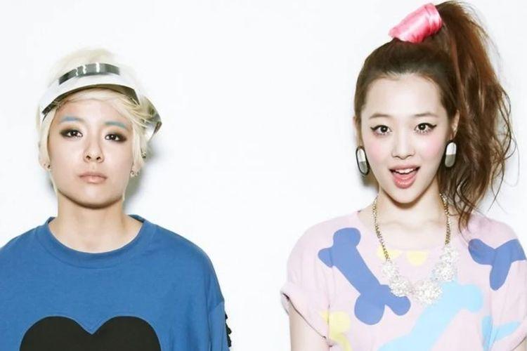 Dua mantan member girlband f(x) Amber (kiri) dan Sulli