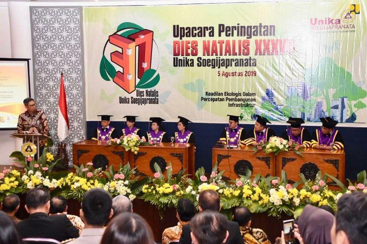 Peringatan Dies Natalis Ke-37 Unika di Auditorium Unika Soegijapranata Semarang, Jawa Tengah, Senin (5/8/2019),