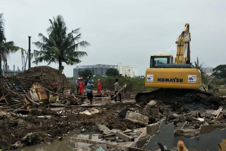 Puluhan rumah warga di RT 10 RW 11 Kampung Sawah, Kelurahan Semper Timur, Kecamatan Cilincing digusur untuk proyek pembangunan tol Cibitung-Cilincing, Kamis (3/12/2020).