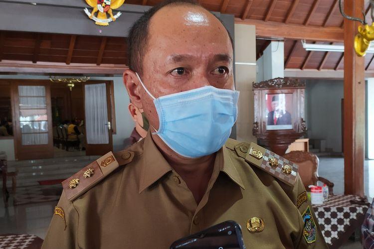 Wakil Bupati Banyumas Sadewo Tri Lastiono seusai rapat koordinasi dengan Forum Komunikasi Pondok Pesantren (FKPP) di Pendapa Sipanji Purwokerto, Kabupaten Banyumas, Jawa Tengah, Senin (28/9/2020).