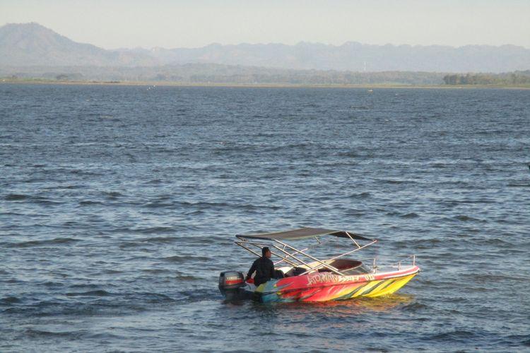 Kapal Cepat di perairan OW Gajah Mungkur