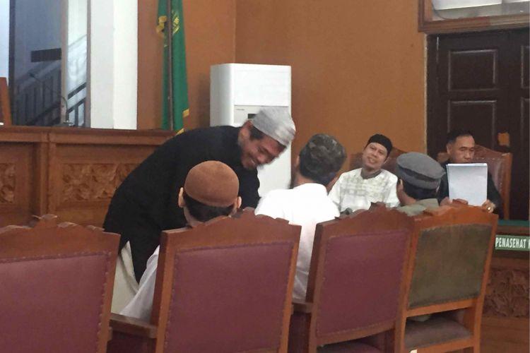 Sidang perdana pembubaran Jamaah Anshor Daulah (JAD) digelar di Pengadilan Negeri Jakarta Selatan, Selasa (24/7/2018). Pada persidangan tersebut, pihak JAD diwakili Zainal Anshori yang merupakan pimpinan wilayah pusat JAD.