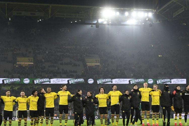 Para pemain Dortmund merayakan setelah pertandingan sepak bola Bundesliga divisi satu Jerman Borussia Dortmund v FC Cologne di Dortmund, pada 24 Januari 2020.