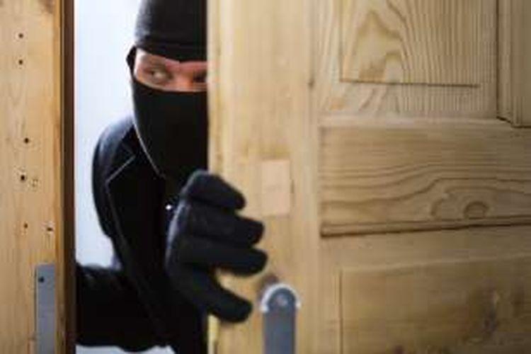 Ilustrasi pencuri rumah.