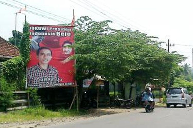 Inilah salah satu alat peragam dukungan terhadap Gubernur DKI Jakarta, Joko Widodo, sebagai bakal calon presiden, yang terpasang di daerah Kecamatan Jelbuk, Jember, Jawa Timur, Senin (17/3/2014)