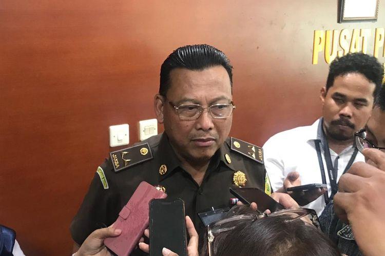 Kepala Pusat Penerangan dan Hukum Kejaksaan Agung Mukri di Kompleks Kejaksaan Agung, Jakarta Selatan, Kamis (21/11/2019).