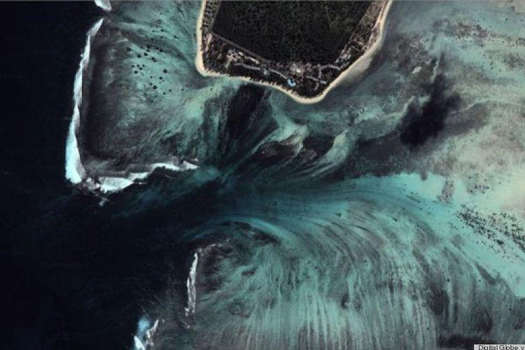 Air terjun dalam laut pulau Mauritius