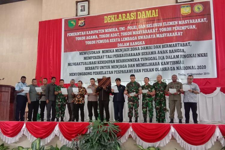 Forkopimda Mimika membacakan deklarasi damai yang diikuti seluruh peserta yang hadir, Kamis (12/9/2019)