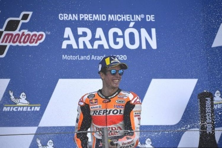 Alex Marquez (Repsol Honda) berada di podium MotoGP Aragon 2020.