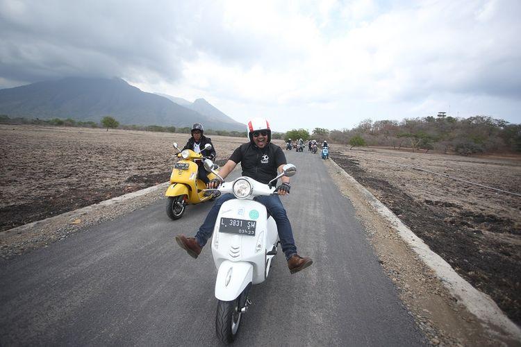 Jalan mulus di kawasan Taman Nasional Baluran menambah kenikmatan dalam mengendarai vespa.