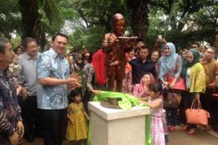 Gubernur DKI Jakarta Basuki Tjahaja Purnama meresmikan Patung Gus Dur Kecil di Taman Amir Hamzah, Jakarta Pusat, Sabtu (25/4/2015) siang.