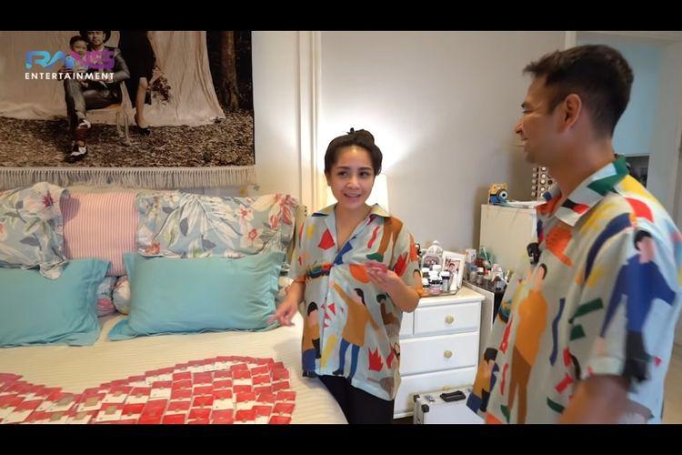 Nagita Slavina dan Raffi Ahmad dalam video YouTube mereka.