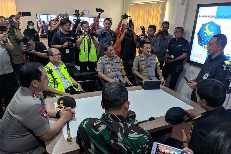 Kapolda Metro Jaya, Irjen Gatot Eddy Purnomo melakukan pemantauan terhadap Operasi Ketupat di Bandara Soelarno-Hatta