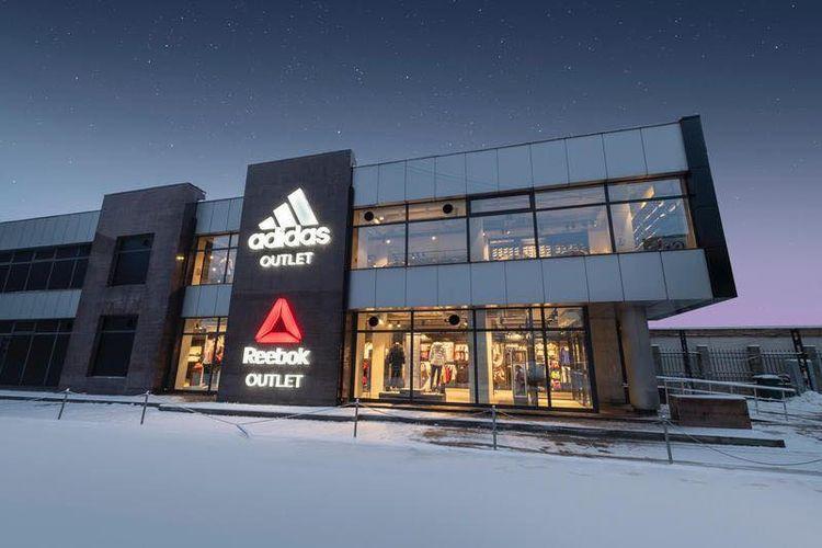 Outlet Adidas dan Reebok. Adidas berencana menjual Reebok karena pnjualannya merosot