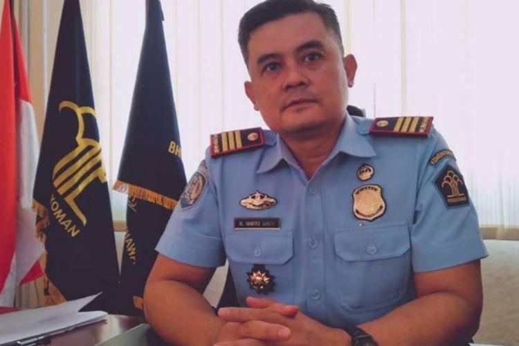 Kepala Kantor Imigrasi kelas III Kota Palopo, Raden Haryo Sakti mengatakan penurunan pengurusan pasport terasa mulai Maret ini yakni baru tercatat 443 orang penurunan diduga akibat merebaknya isu virus Corona , Jumat (13/03/2020)