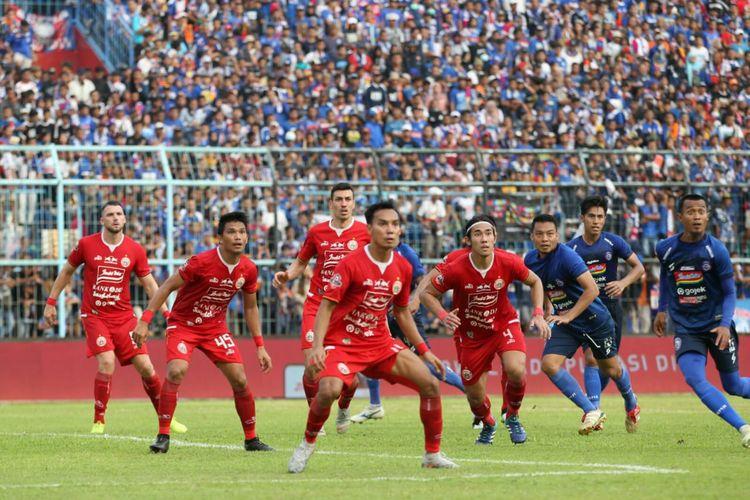 Momen saat laga Arema FC vs Persija Jakarta dalam lanjutan pertandingan Liga 1 di Stadion Kanjuruhan, Malang, Sabtu (23/11/2019).