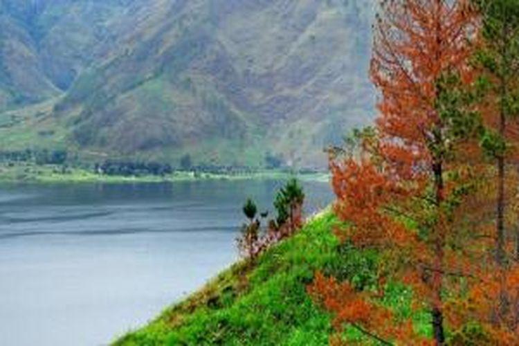 Pulau Samosir di Sumatera Utara.
