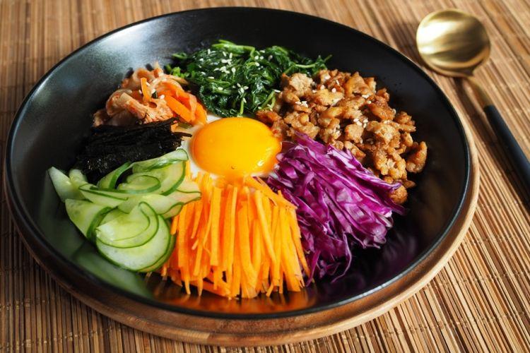 Ilustrasi bibimbap, makanan yang wajib disajikan saat perayaan Chuseok.