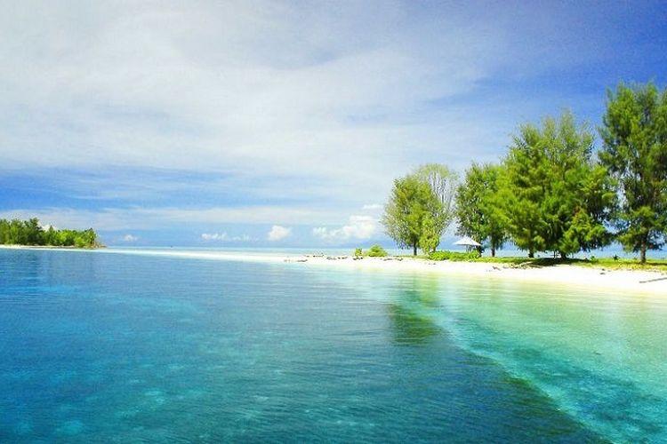Keindahan Pulau Dodola, Maluku Utara.