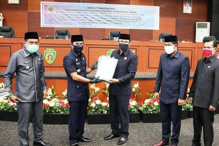 Bupati PPU Abdul Gafur Mas?ud memaparkan sembilan Raperda Kabupaten PPU pada Sidang Paripurna bersama DPRD PPU Selasa, (7/7/2020).