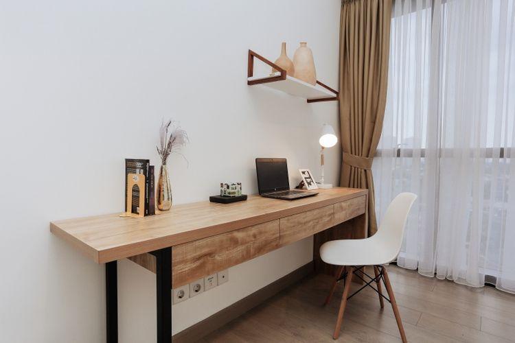 Gaya interior Skandinavia dikenal dengan penggabungan unsur putih dan warna-warna terang, serta penggunaan furnitur minimalis dengan aksen natural