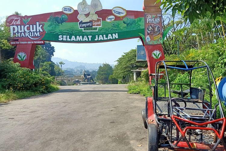 Pintu eks-wisata Kampung Gajah.