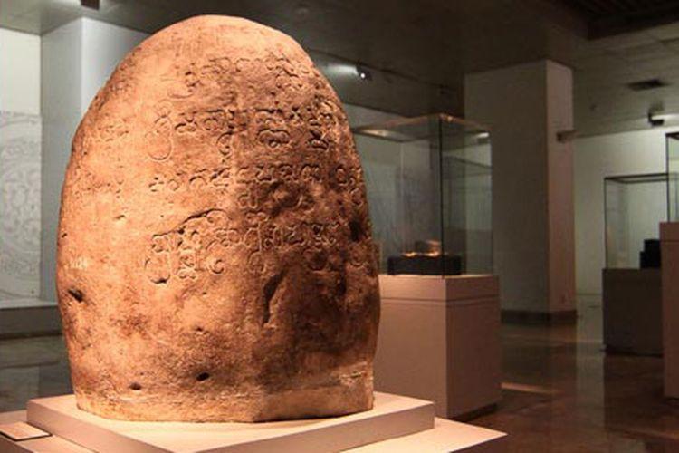 Prasasti Tugu, salah satu dari tujuh prasasti bukti keberadaan Kerajaan Tarumanegara.