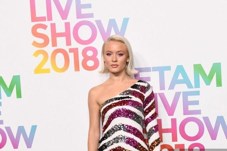 Penyanyi asal Swedia Zara Larsson berpose saat menghadiri peragaan busana  Etam Spring-Summer 2019 in Paris, Perancis, pada 25 September 2018.
