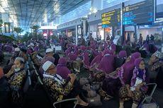 [POPULER JABODETABEK] Jemaah Umrah Telantar di Bandara | Sekda DKI Minta Warga Nikmati Banjir