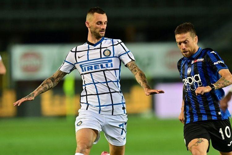 Bek Inter Milan, Milan Skriniar, beraksi pada laga Liga Italia kontra Atalanta pada 1 Agustus 2020.
