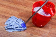Mengepel Lantai dengan Deterjen, Efektifkah? Ini Penjelasannya