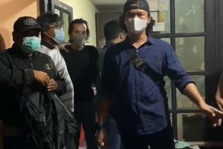Polres Metro Jakarta Selatan menangkap seorang pelaku terduga pembakaran dan penghinaan terhadap Al-Quran di Jalan Tanjung Duren Timur 1, Tanjung Duren, Jakarta Barat pada Senin (24/5/2021) dini hari.