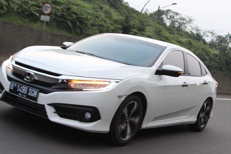 Honda Civic Turbo di jalan Tol
