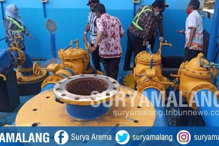 Wali Kota Malang, Sutiaji mengecek saluran pompa air Wendit III, Jumat (13/11/2020).