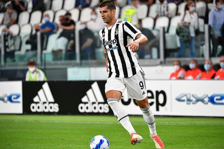 Penyerang Juventus, Alvaro Morata, kala berlaga menghadapi Empoli pada laga Serie A 2021-2022 di Stadion Allianz, 28 Agustus 2021.