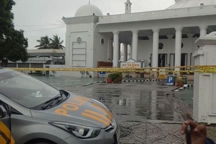 Polisi mengisolasi Masjid At Taqwa, Kota Bengkulu