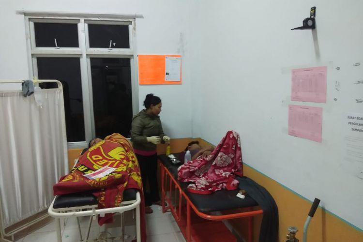 Dua korban selamat saat dirawat di RSUD dr Hadrianus Sinaga, Pangururan, Kabupaten Samosir, Senin (18/6/2018).